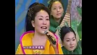 The Old 12 Girls Band with China's First Lady Peng Liyuan  彭丽媛 on Chinese new year show 2002