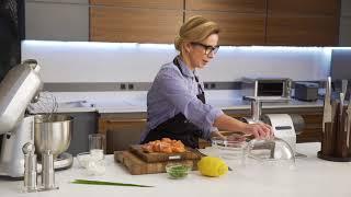 Ника Белоцерковская (Belonika) готовит сырные вафли и тартар из копченого лосося