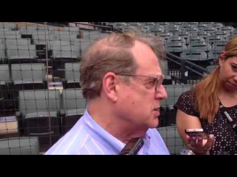 Reinsdorf takes shot at Harry Caray over La Russa