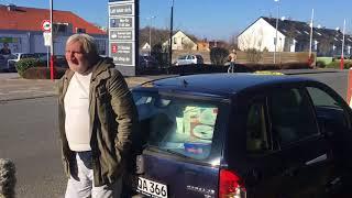 Obdachloser Rentner Horst Schürmann lebt in seinem alten Auto