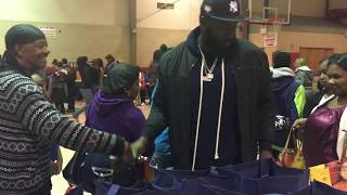 NY Jets player and Linden native Muhammad Wilkerson donates Thanksgiving dinners to families in need
