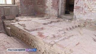 В Самуиловом корпусе Ростовского кремля археологи обнаружили стену здания 17 века
