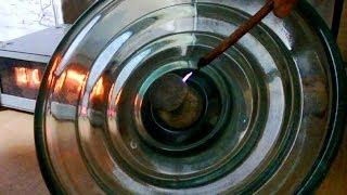 Утечка изолятора ПС-70 / Insulator leakage at high voltage(Полностью исправный изолятор ПС-70Е за счет собственной емкости пропускает ток, напряжение 10 000 В, частота..., 2013-11-11T15:52:03.000Z)