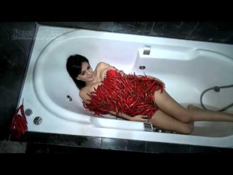 Yeyen Lidya Tampil 'Hot' dengan Cabai