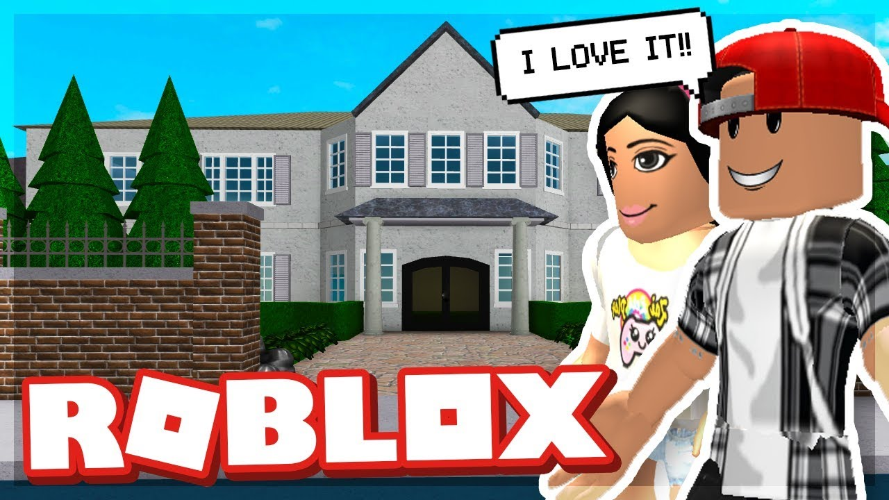 Our First Mansion In Bloxburg Roblox Youtube