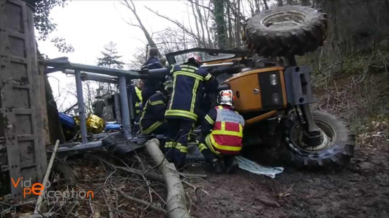 tracteur forestier embourbe