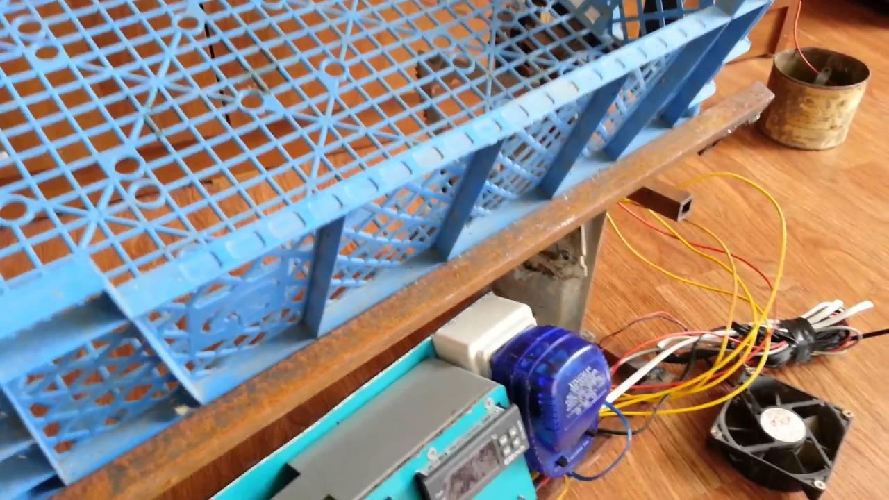 инкубатор.переворот яиц стеклоподъемником.