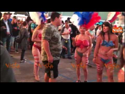 New York, body art a Times Square corpi dipinti con la bandiera americana