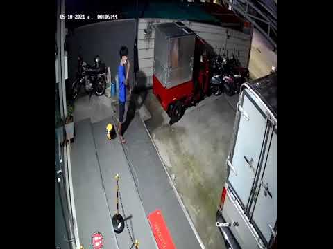 Video footage of two suspects appearing to steal a motorbike on Soi Khao Noi earlier this week.