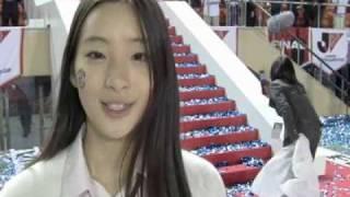 11月3日、2010Jリーグ特命PR部女子マネの足立梨花さんが2010Jリーグヤマ...