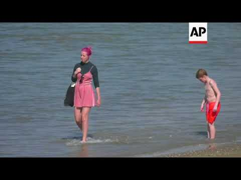 People flock to the beach as parts of Netherlands enjoy high temperatures