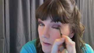 Tauranga Makeup Artist Shows How To Wear Coloured Eye Shadow Thumbnail