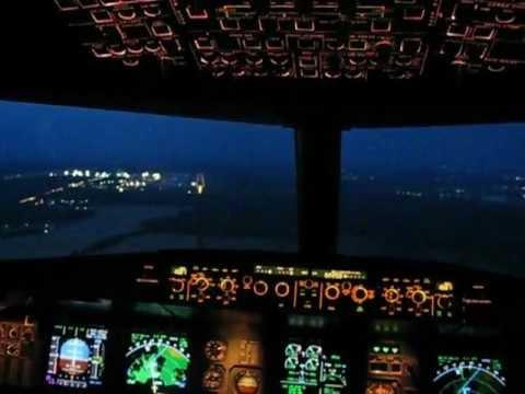 Посадка из кабины в Домодедово на A320.