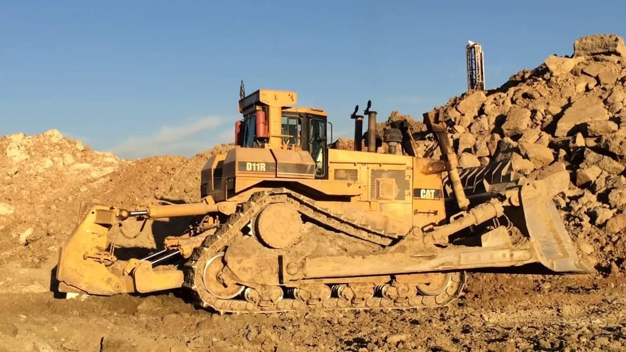 the biggest bulldozer caterpillar d11r dozer youtube
