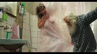 Екатерина Стриженова моется в ванной