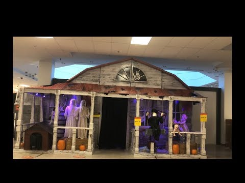 Spirit Halloween Farmhouse full view 2018