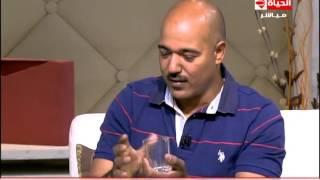 رجل خارق: الزجاج والأمواس أطعم من الفاكهة.. (فيديو)