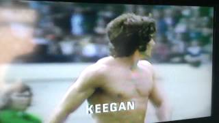 10.8.1974 Charity Shield LEEDS UNITED v Liverpool BILLY BREMNER v Keegan reinactment