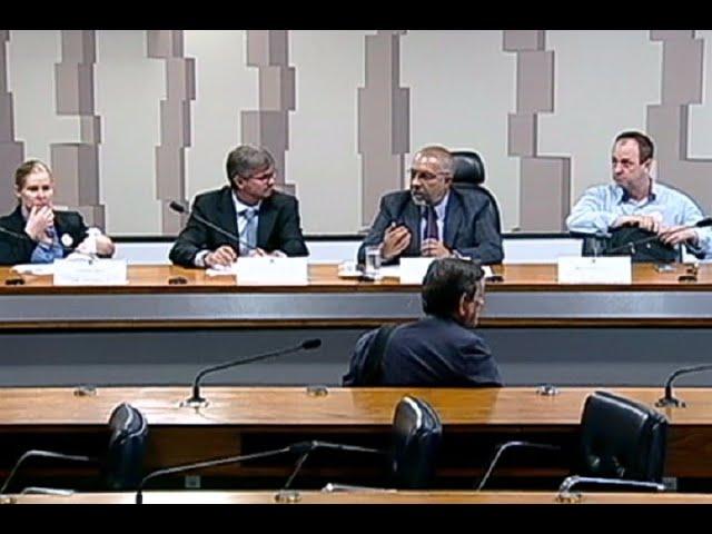 Debatedores alertam para condições severas de trabalho rural