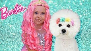 Alice finge jugar Barbie y muestra como no puedes comportarte los niños
