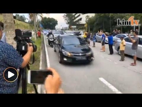 Detik-detik Dr M tiba di Istana Negara