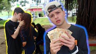 João Ricardo BEIJANDO na Saída da ESCOLA - Faz ou Paga