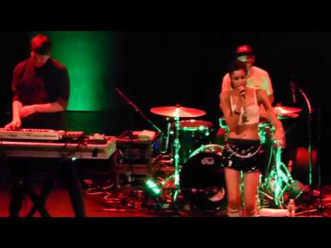 """""""This Is How We Do It"""" (Montell Jordan Cover) live by Alunageorge on 9/6/13 in New York"""