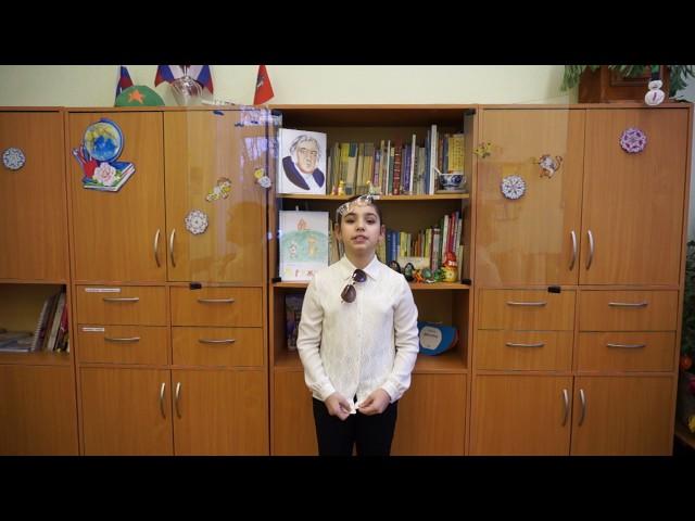 Изображение предпросмотра прочтения – КаринаКримлян читает произведение «Мартышка и очки» И.А.Крылова