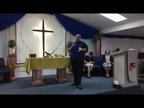 Pastor Hector Delgado Predicando Bajo El...