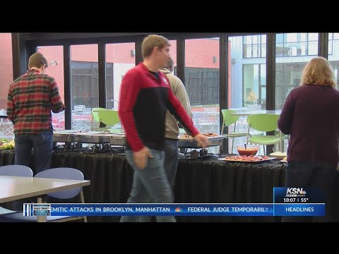 Thomas Jefferson Independent Day School holds holiday reception for alumni