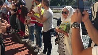 Marseille : le rappeur l'Algerino fête la fin du ramadan avec ses jeunes fans