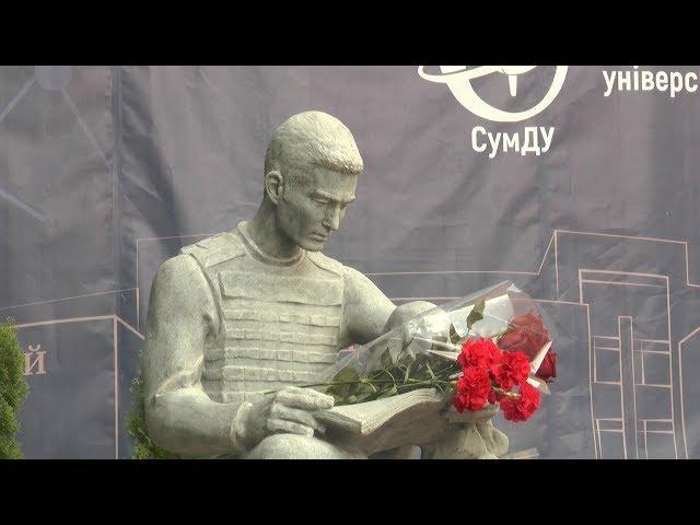 Урочисте відкриття скульптури загиблому студенту - воїну