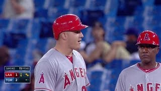 LAA@TOR: Martin hit by a broken bat, remains in