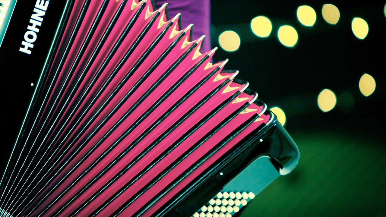 How to Play a Romantic Song | Accordion Lessons - YouTube