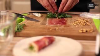 салат из рулетиков хамона, крем-сыром и грушей
