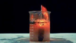 20 Wunderkerzen brennen unter dem Wasser
