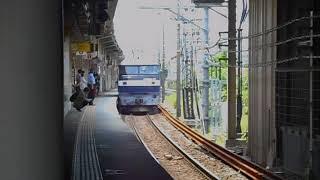 米原駅を通過する貨物列車