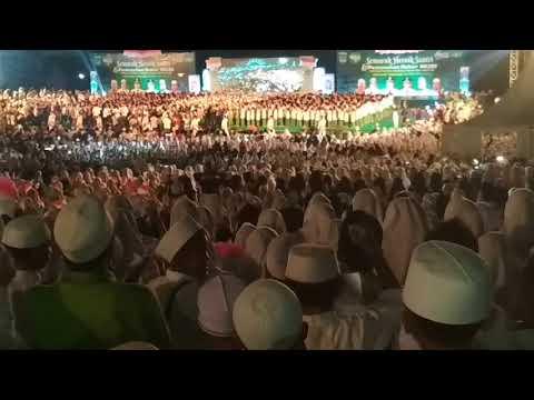 Pemecahan Rekor MURI Hafalan Nadhom Aqidatul  Awam dan Aqoid 50 oleh 32.000 Santri Kab. Pasuruan