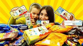 Super Alex e Rosy aprono tanta cioccolata: Ovetti Kinder dei Minions, Smarties, M&M's, caramelle ...
