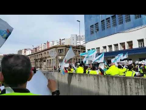 Trabajadores de Ence esperan a Pedro Sánchez en Vigo