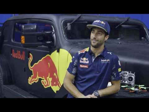 F1 2016 - Ricciardo and Verstappen go drone racing in Montreal