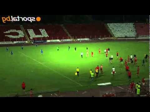 Israeli soccer players forced to flee field after violent Bulgarian fans attack them (Video)