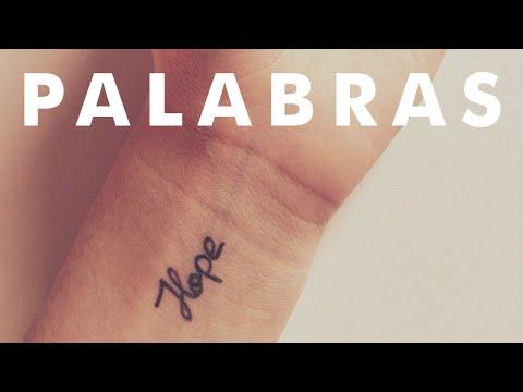 25 Pequeños tatuajes de una sola palabra