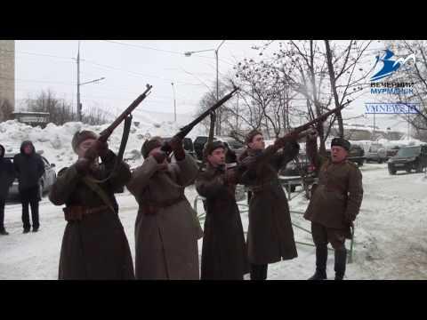 В Мурманске установили мемориальную доску Михаилу Ивченко