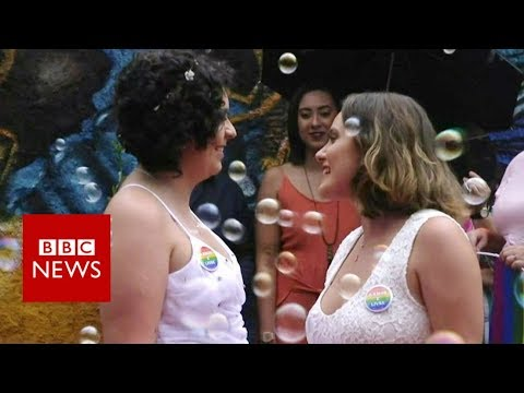 Rushing to tie the knot in Brazil - BBC News