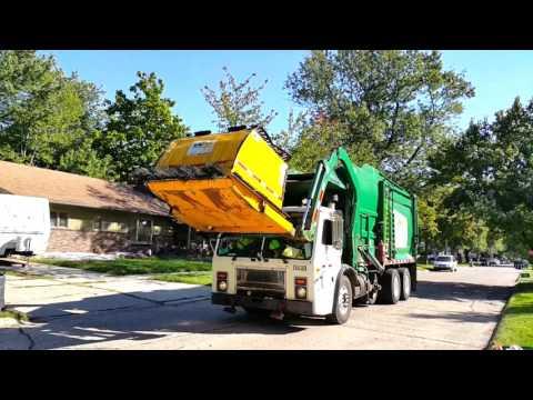 Waste Management: Mack LE/ McNeilus FL