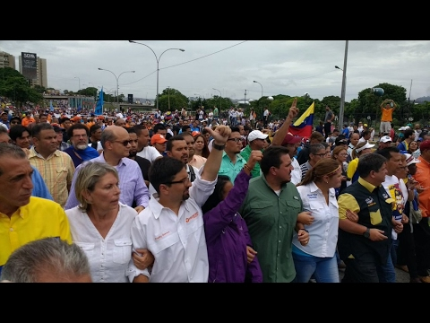 Venezuela anti-government protests turn violent