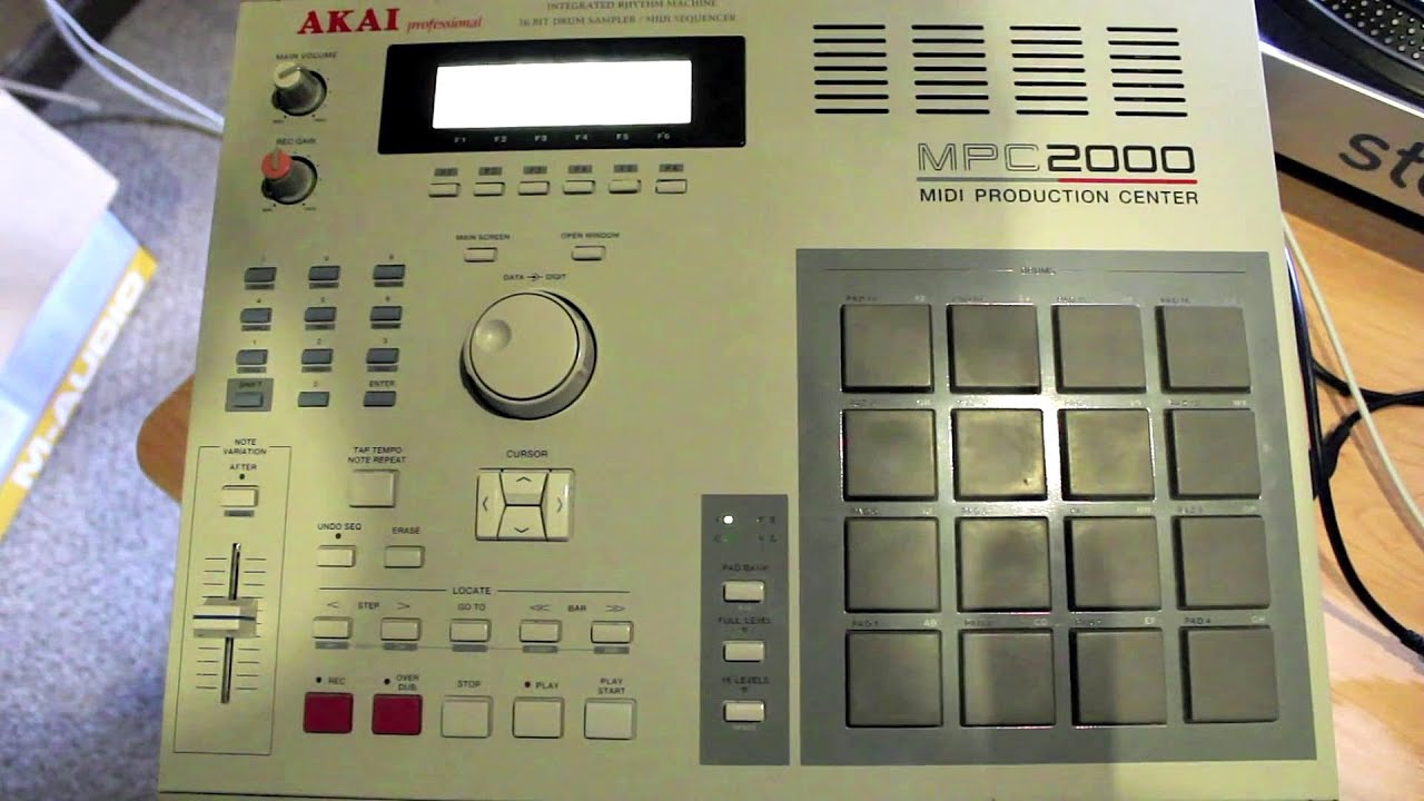 Akai Professional MPC2000 MIDI Production Studio - Akai