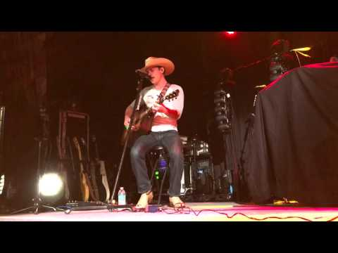 Dustin Lynch - She wants a Cowboy