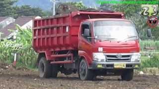 Toyota Dyna Dump Truck Unloading Dirt